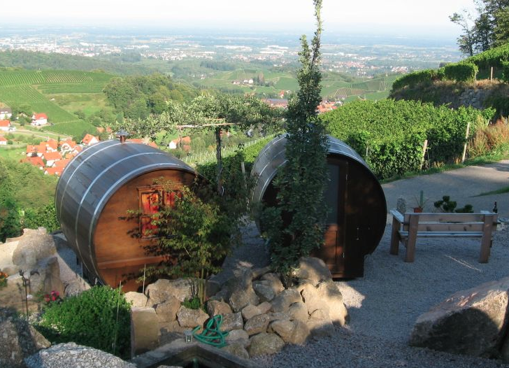 Schlafen-im-Weinfass-Wine-Barrel-Room-01