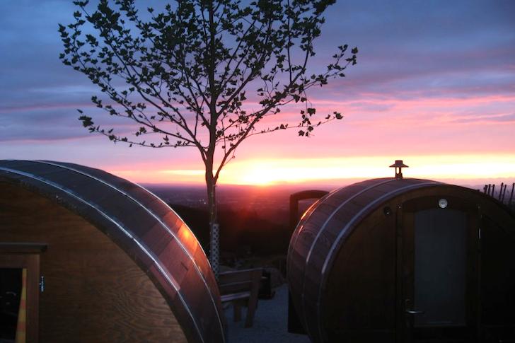 Schlafen-im-Weinfass-Wine-Barrel-Room-10