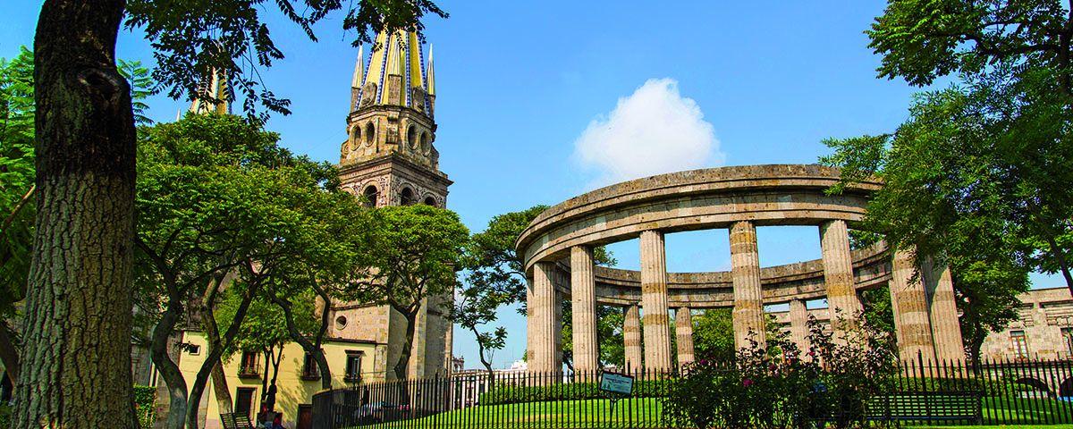 jalisco-guadalajara-rotonda-catedral
