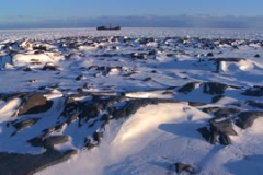 a-distant-ship-sits-trapped-in-the-ice-of-frozen-hudson-bay-churchill-manitoba-canada_rfgrt0gks__S0000