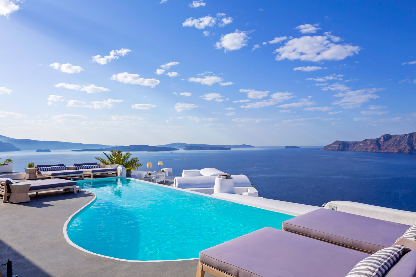 katikies_hotel_santorini_pool_bar_01