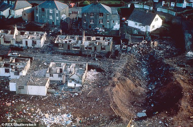 6939678-0-The_Lockerbie_disaster_where_a_giant_crater_was_blown_in_the_gro-a-15_1544833789031