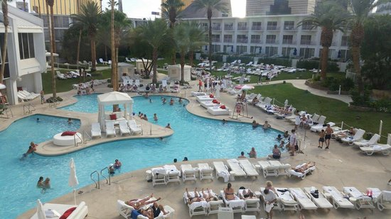 new-troplv-pool-still