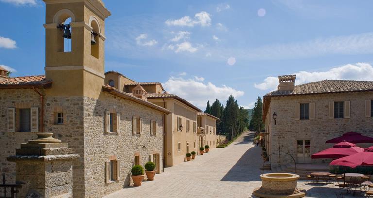 rosewood-castiglion-del-bosco-hotel-resort-golf-montalcino-tuscany-corner