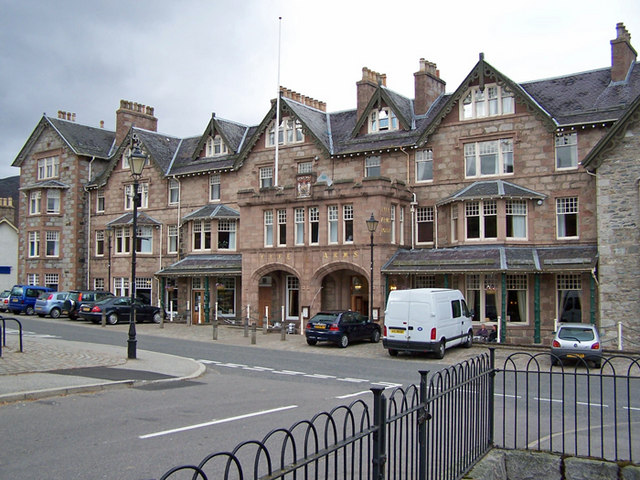 Fife_Arms_Hotel_Braemar_-_geograph.org_.uk_-_1503953