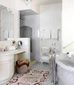 Blantyre_Toile-Bathroom-260x300