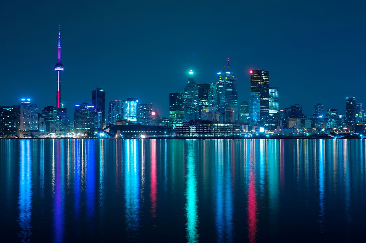 1280px-Night_skyline_of_Toronto_May_2009