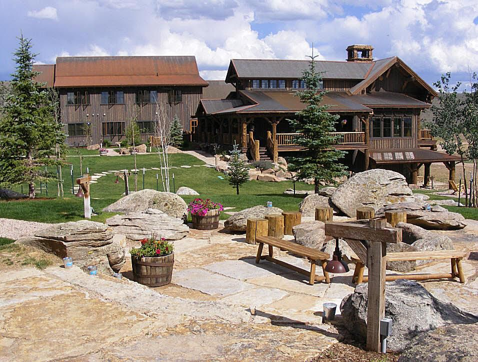 Brush-Creek-Ranch-lodge-57bbb68a3df78c876365ce15
