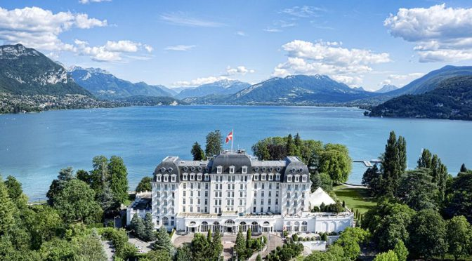 13 Beautiful Lakeside Hotels Around The World