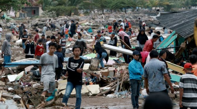 Indonesia Tsunami Kills Hundreds, Dozens Still Missing