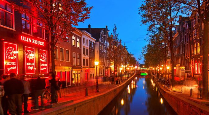 Amsterdam bans 'disrespectful' red-light district tours as of 2020