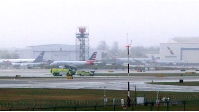 2 planes with 100+ passengers aboard collide at gate at NC airport