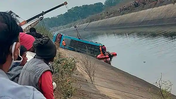 more than 40 people dead after a bus crashes into a canal in India