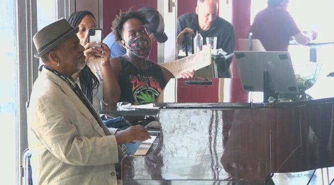 Atlanta airport pianist gets $60,000+ tip